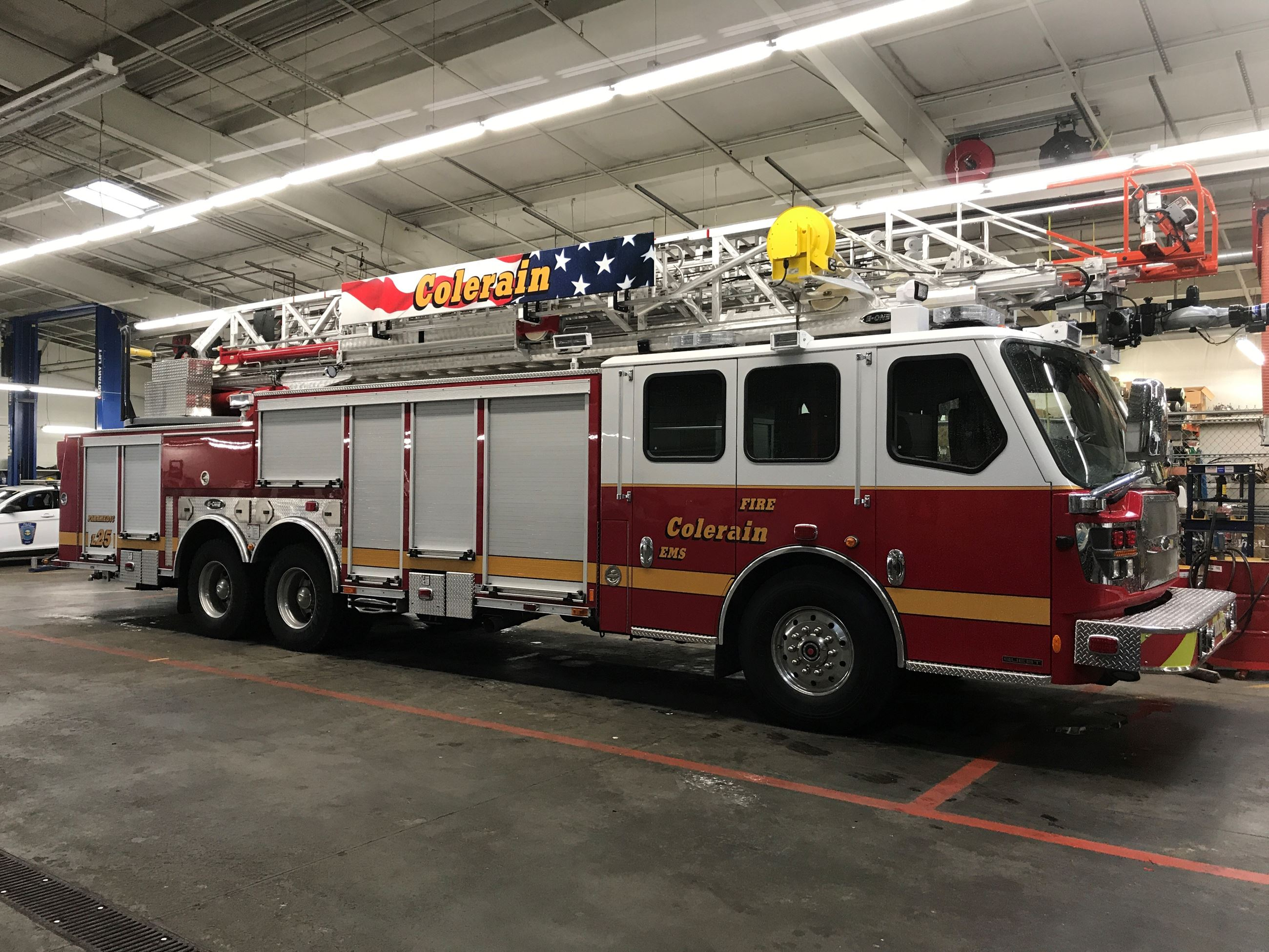 202 - Ladder Truck Opens in new window